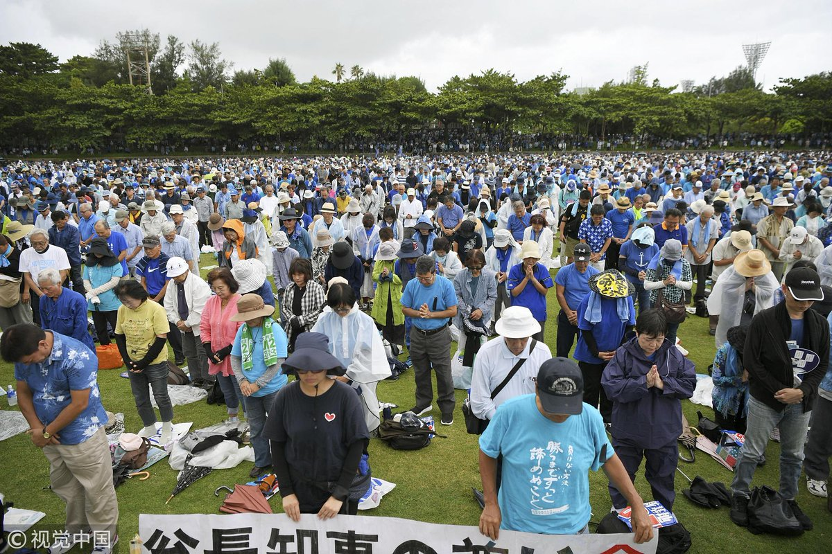An estimated 70,000 people gather in Naha, #Okinawa to protest against the Japanese government's plan to relocate a US air base within the island prefecture DkUTphTU8AAjgce