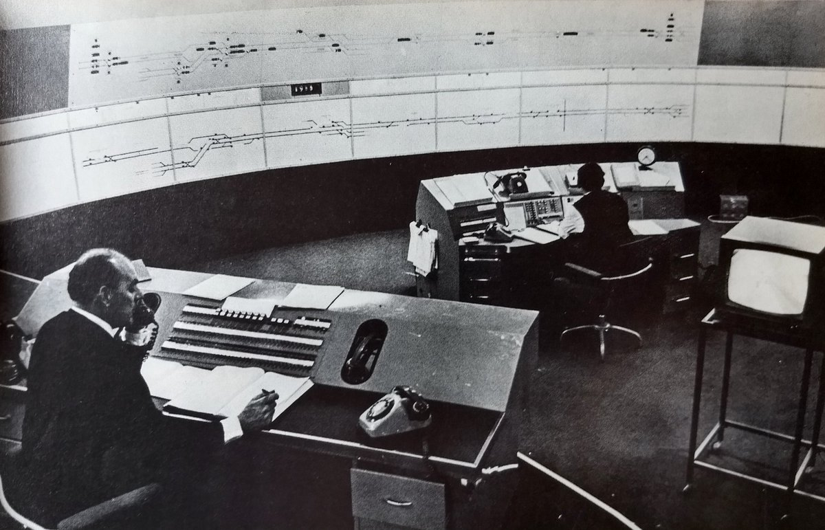 DkUVDtiWsAA3MwV - The Victoria Line's really big 50th birthday! #3