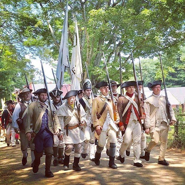 The 2nd Mass all in step! #rebelsandredcoats #patriots #revolutionarywar #reenactment https://t.co/nAqOtXtZhC