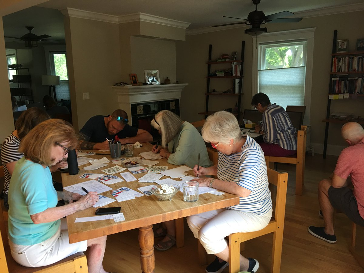 We have activities in Greater Chicago almost every day, including the #SDPWeekendofAction. Today in Evanston we trained 4 phone bankers, made 280 calls and wrote over 200 postcards for @WinnieBrinks and @SeanAMcCann. Tomorrow, we do the same in Logan Square. DM for details! <br>http://pic.twitter.com/Vr3c2hpaE6