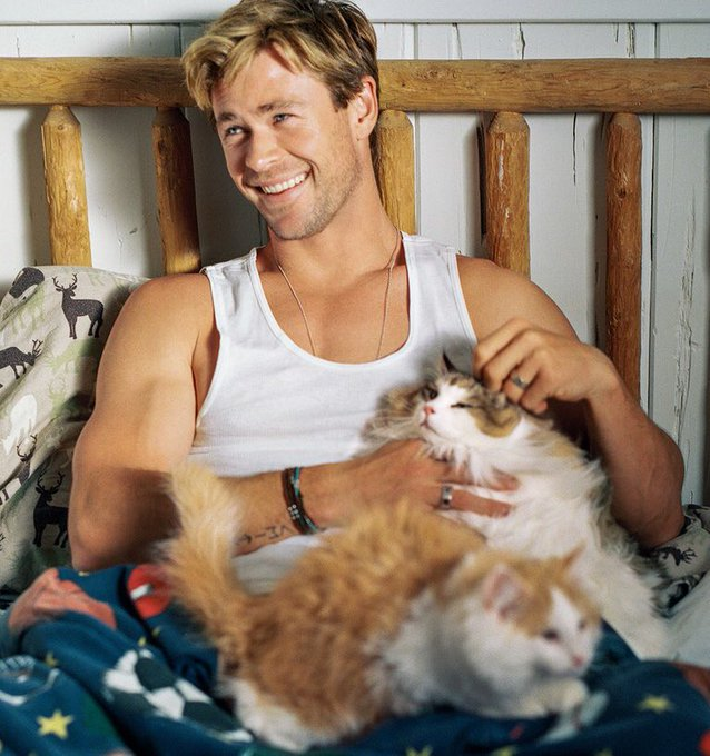 Happy birthday to the precious chris hemsworth, ily so much and i love this photo,,,,,HES SO SOFT AND FUNNY AND NICE