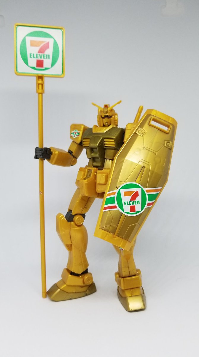 I finally built this 7-Eleven themed Gundam I got while I was in Japan. <br>http://pic.twitter.com/LQTMogAwQR