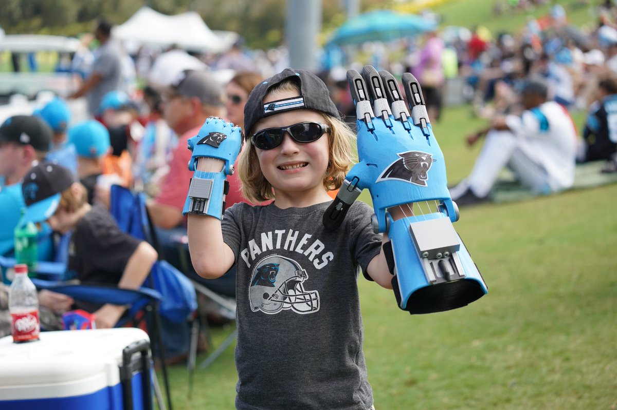 This is Cam Haight. He is five years old and was born with amniotic band syndrome - the same affliction as Shaquem Griffin - all he wants in the world is for his &quot;twin&quot; Cam Newton to throw him a pass to catch with his 3-D printed @Panthers hand.    He&#39;s ready when you are, Cam.<br>http://pic.twitter.com/g1Vp83NhFW