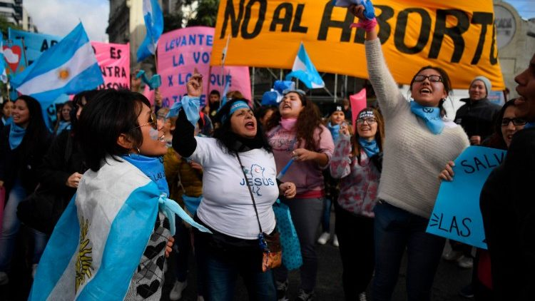 Argentina: vince il Sí alla vita. Il Senato respinge legge sulla legalizzazione dell' aborto http://it.truthngo.org/argentina-vince-il-si-alla-vita-il-senato-respinge-legge-sulla-legalizzazione-dell-aborto/#Argentina #ArgentinaDefiendeLaVida #Argentine #ArgentinaEsProvida #Aborto #abortoesnegocio #AbortoECrime #ProLife #Provida  - Ukustom