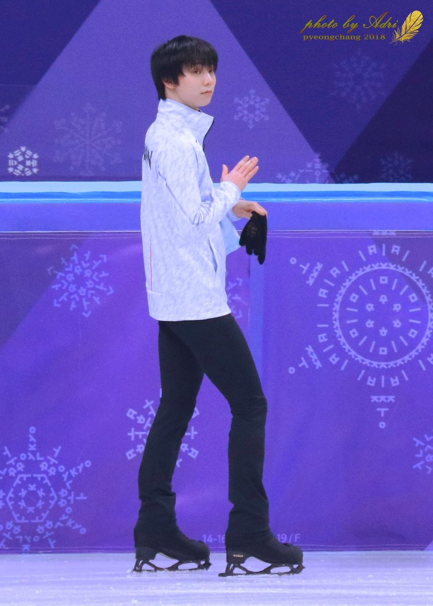 #YuzuruHanyu  #羽生結弦  #Pyeongchang2018  20180216 at the end of the op, yuzu clapped for all the others skaters. One should always respect others before being respected. He deserves all the best. <br>http://pic.twitter.com/gep2FRBvio