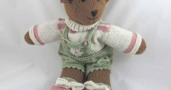 I can knit but alas not to this standard, check out @DottieKingston #handmade #shopsmall #supportsmallbusiness #etsyseller  https://www. etsy.com/uk/shop/Kingst onAlpacaKnits?ref=l2-shopheader-name &nbsp; … <br>http://pic.twitter.com/DHWNROJbyK