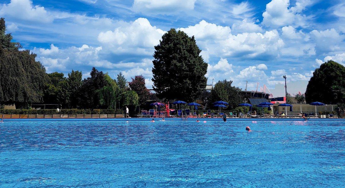 la quiete di #ferragosto in città al #circolodellastampa nella #piscina dello #sporting a #torino  - Ukustom