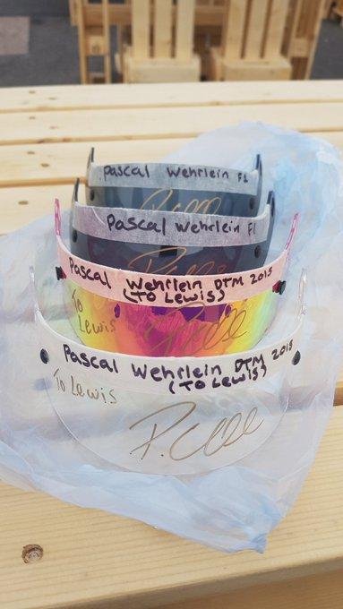 Real happy I got my visors signed 👌 @MercedesAMGDTM @Brands_Hatch #DTMBrandsHatch Foto