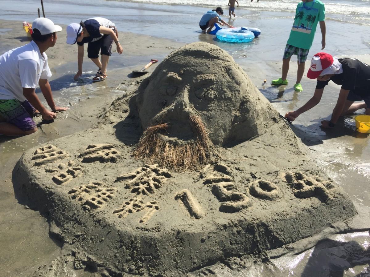 【News】 虹ケ浜海水浴で「サンドアート in光」 海辺に恐竜やクジラ、ヘビなど /山口 https://t.co/LQi8fmUHHQ https://t.co/q9CMrJnHpC