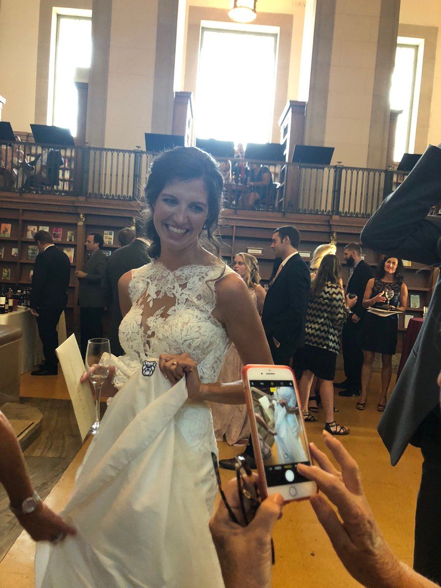 This beautiful bride had a Butler Bulldog sewn into her stunning gown. Congrats Shelbi and Andy. @ButlerCOE @ASmeathers #athletes #COEGrads #BeautifulPeople #Butler<br>http://pic.twitter.com/3FAZqlEITb