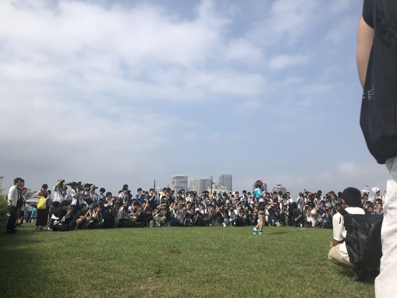 画像,C94 三日目 Kizuna AI今日アイちゃんのコスプレました🎀撮影きてくれたのみなさんお疲れ様です(`_´)ゞとっても楽しかった! https://t.co…