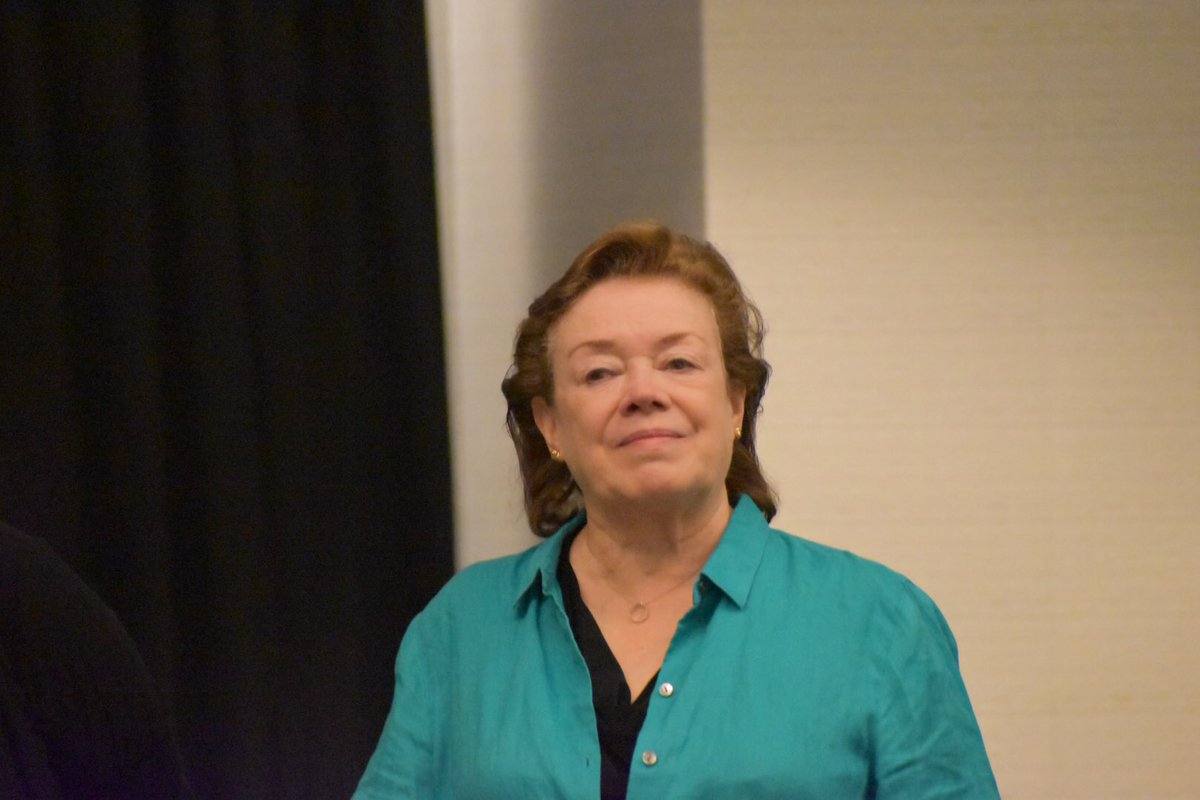 Advice from WD Books authors: Never get up from your computer until you've made a note about what you want to write next. That way you can slide right back in.   Write in 10 min increments: write a paragraph, revise and write another. Then you have a page. @janekcleland   #wdc18 <br>http://pic.twitter.com/OPgm1qG4D8