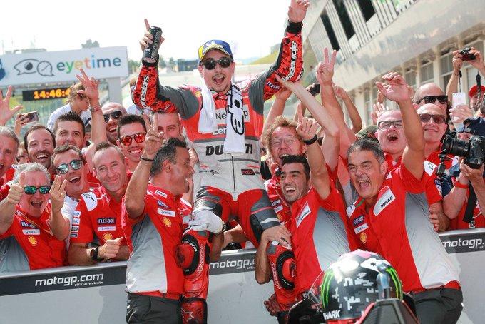 Lorenzo bests Marquez in last-lap shootout at #MotoGP #AustrianGP via @racermag Photo