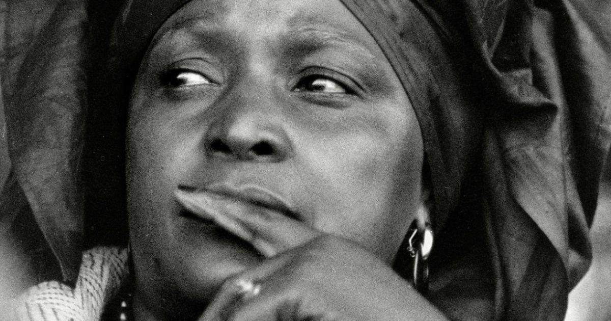 'Une descendante flamboyante de la Méduse', Winnie Mandela racontée par Hélène Cixous https://t.co/seq1ean4QH