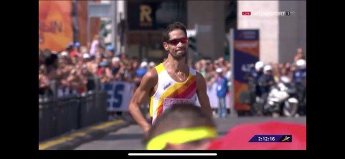 Enormes @JAVIGUERRA26 y Jesús España, cuarto y sexto en la maratón, lo han dado absolutamente todo. Gracias por vuestro esfuerzo en esta mágica distancia! #Berlin2018 👏🏻👏🏻👏🏻👏🏻 Photo