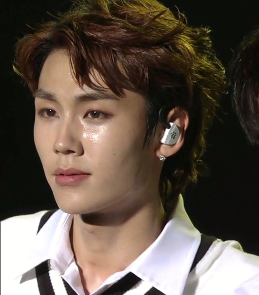 ilhoon, i can see it in your eyes, it&#39;s okay...<br>http://pic.twitter.com/1B6ohBGrNQ