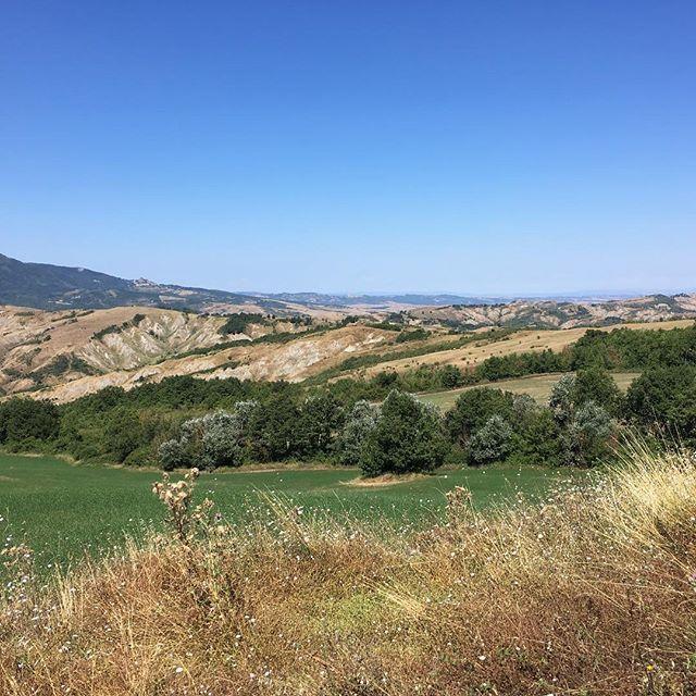 Val d'Orcia senza filtri .........#viafrancigena #valdorcia #radicofani #psicoatleti #vsco #vscocam #vscogood #toscana #igers #igersitalia #outdoor #hiking #trekking #picoftheday #picture #photo #photooftheday #landscape #ig_italy #travelgram #i… https://ift.tt/2P1wE2Q  - Ukustom