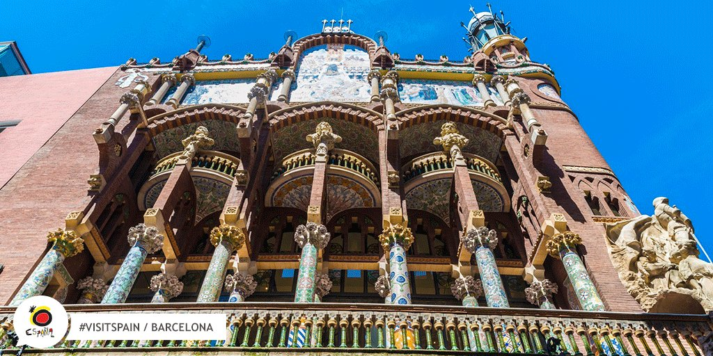 This is one of Barcelona's most emblematic modernist buildings: the Palau de la Música Catalana Auditorium. Did you know that it is one of the world's most special concert halls? #VisitSpain #Barcelona #SpainScenicArts @VisitBCN_EN @catexperience https://t.co/sC1ZmbBVQN