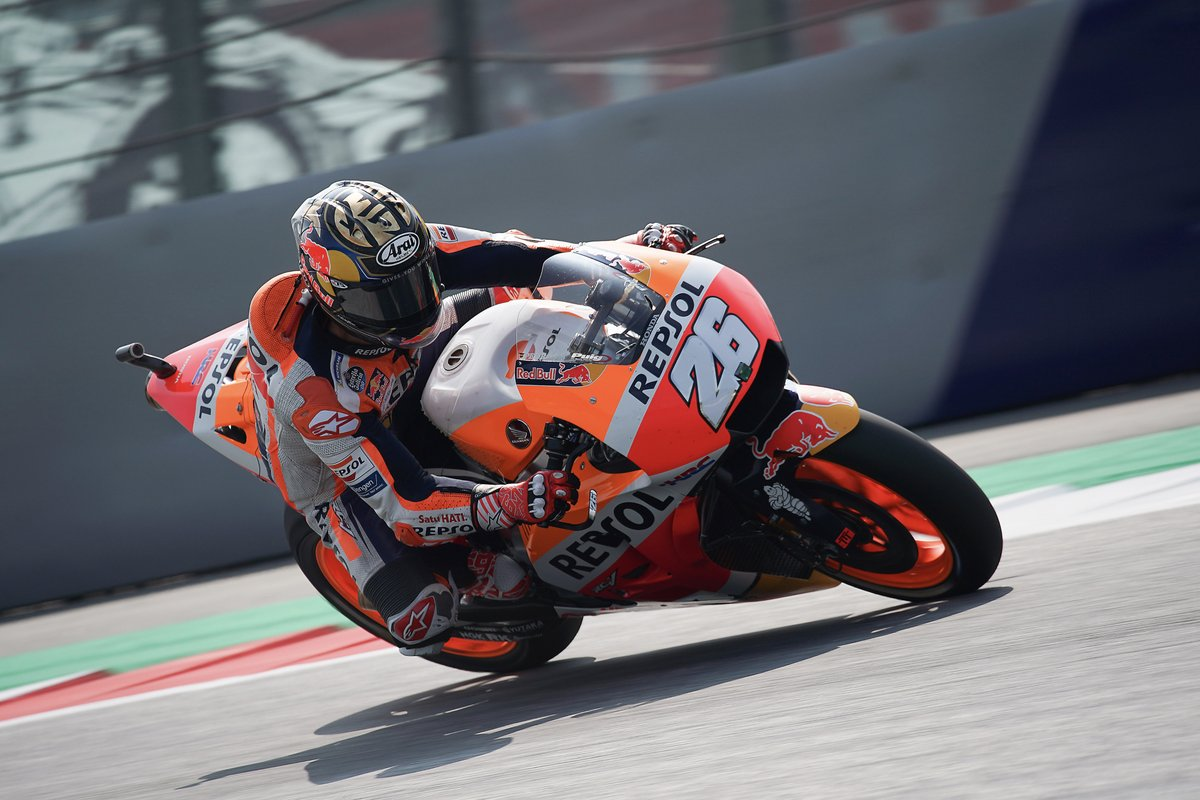 #DP26 passes Zarco, now running 10th and ready to hunt down Rossi and Aleix Espargaró. Go Samurai! #RepsolTeam #MotoGP #AustrianGP <br>http://pic.twitter.com/KgOKNTvpNe