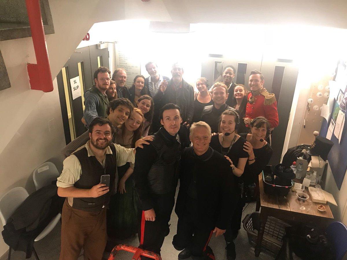@alisjasem1 @Labon57 Ragazze una foto di gruppo del cast di #Translations con un rarissimo #ColinMorgan!!! Unbelievable!   - Ukustom