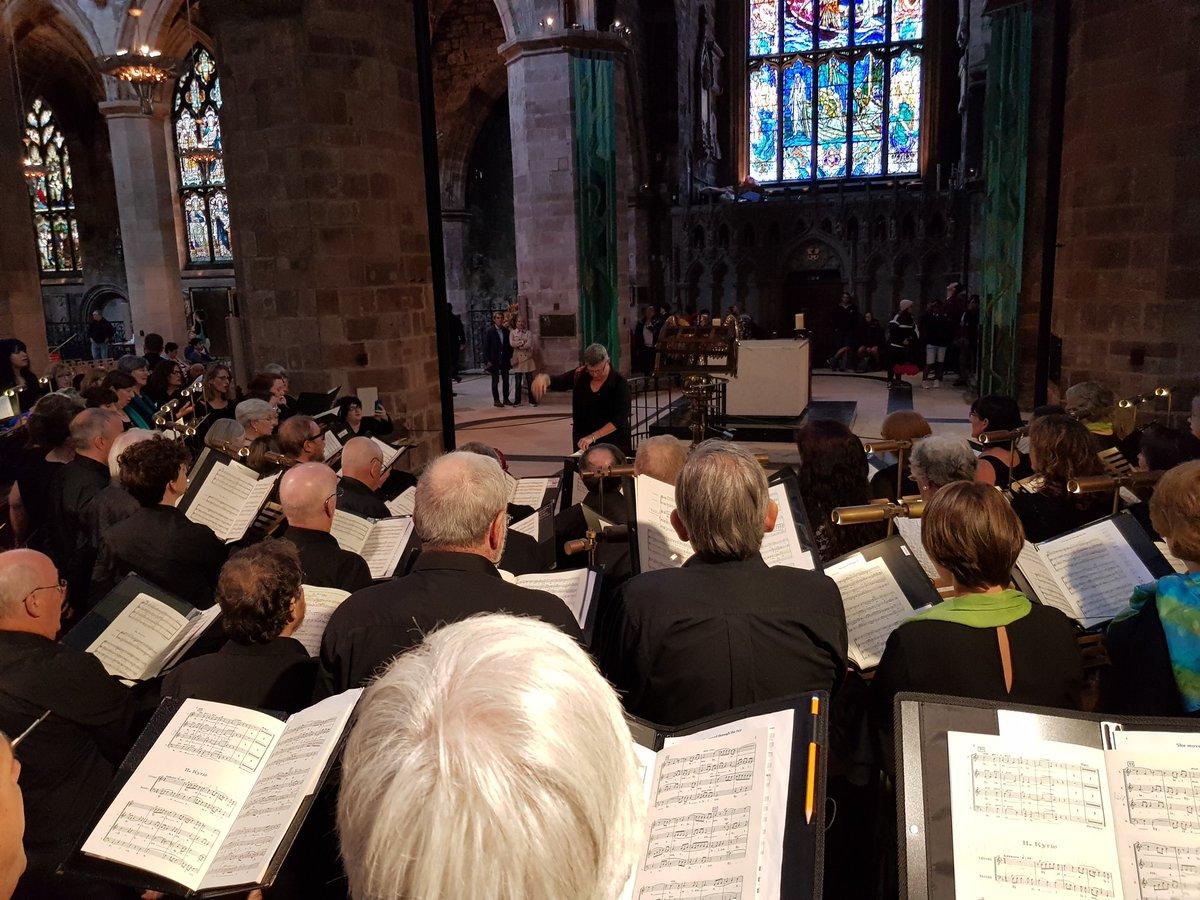 Massive organ in @StGilesHighKirk St. Giles! Lesley double jobbing @RTEPhilChoir