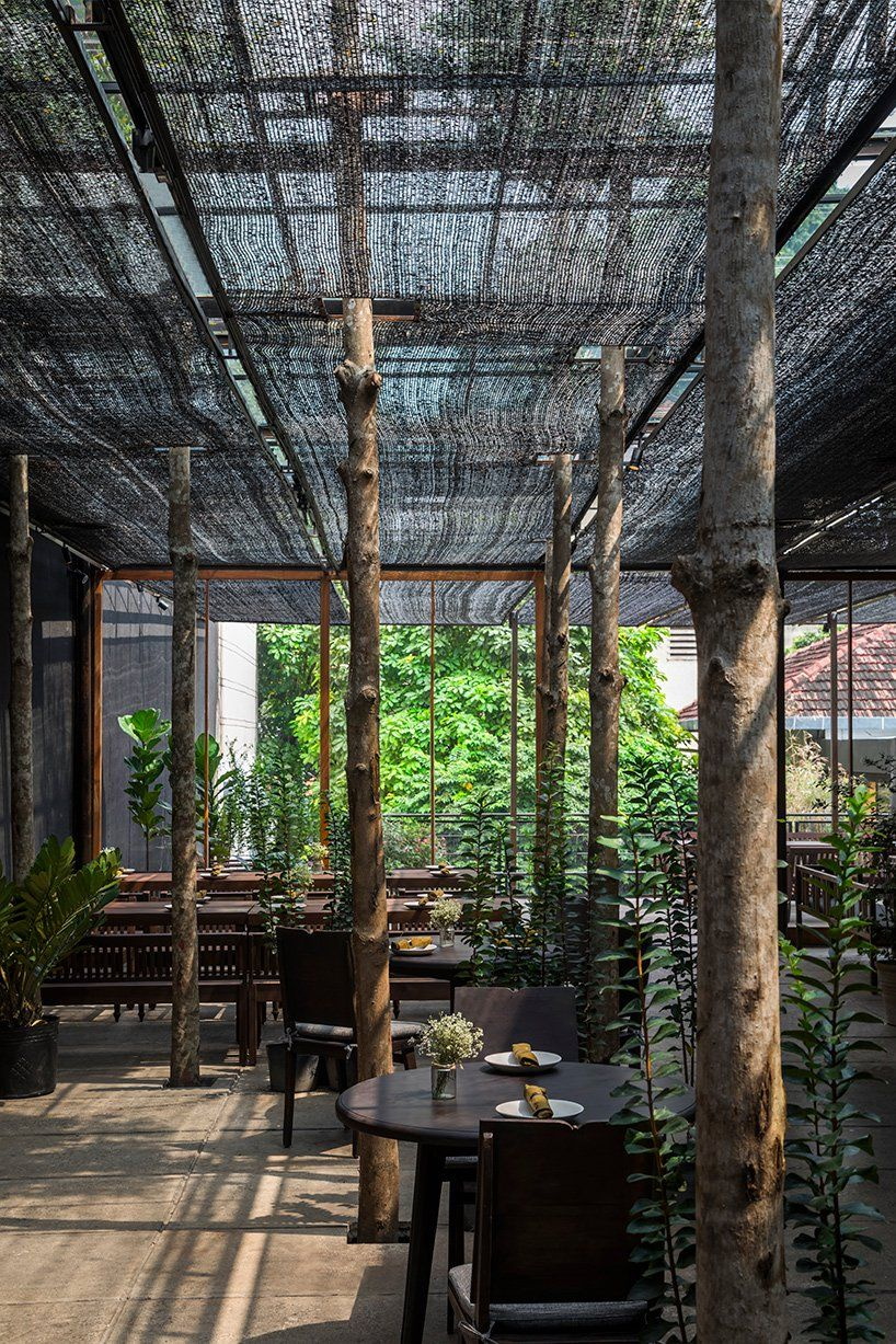 NISHIZAWAARCHITECTS uses agricultural netting to shade diners at vietnam restaurant https://t.co/vReckulu6E https://t.co/z2ZhOkptN1