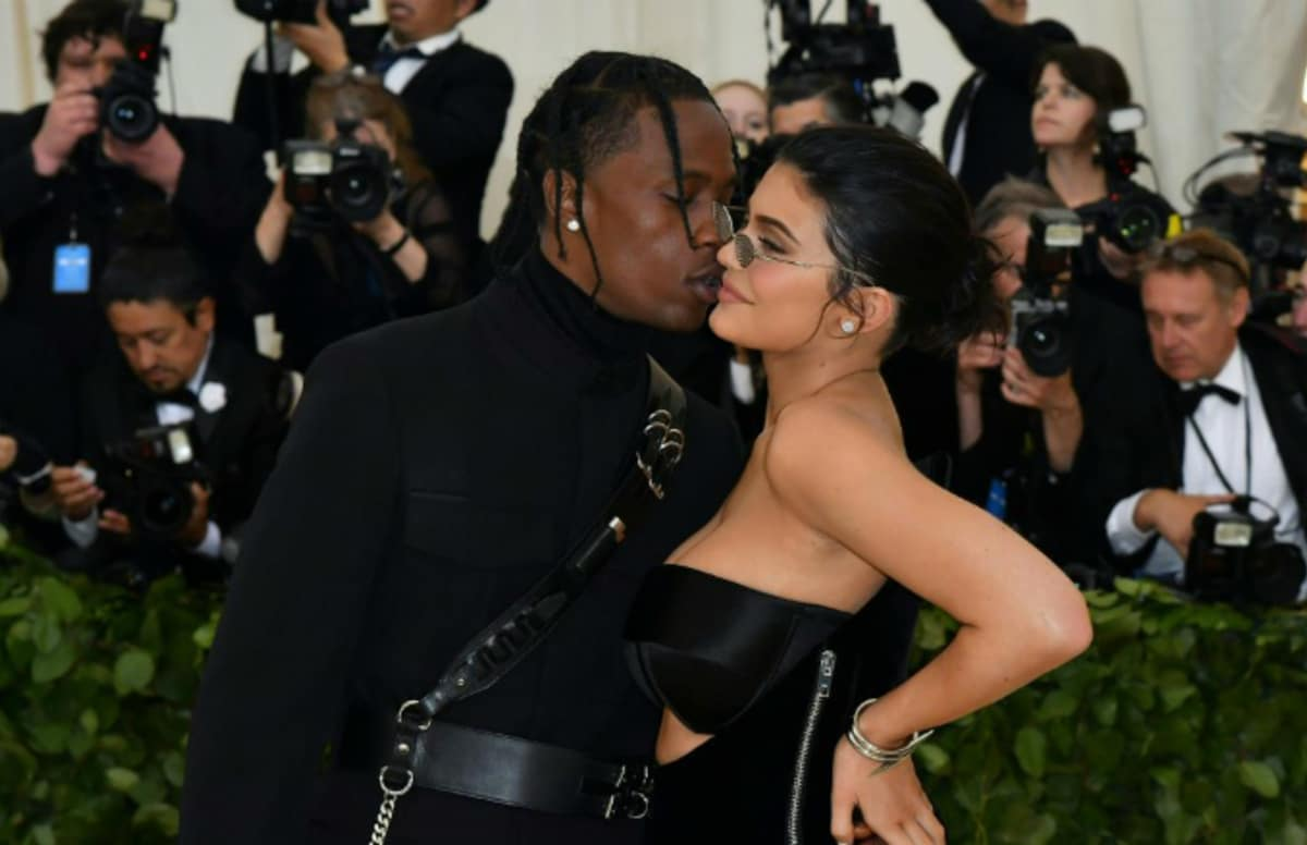 Kylie Jenner shuts down fan claiming she and Travis Scott broke up. https://t.co/k9Z7LB4NkV