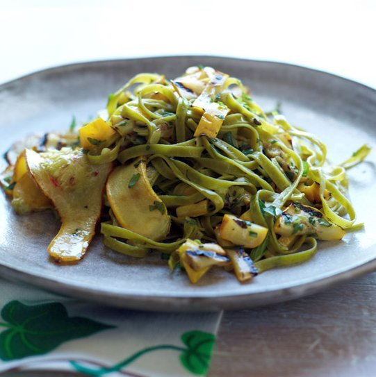 Some easy summer squash dinner recipes https://t.co/mFnfQaJVG5 @foodandwine #cooking #recipes https://t.co/3HM8uLYxU4