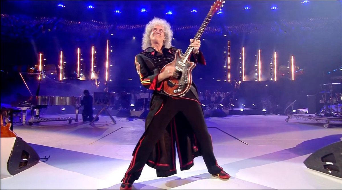 Appreciation tweet of #BrianMay&#39;s outfit that he rocked at the London Olympics closing ceremony exactly 6 years ago - it&#39;s simply stunning! #AllLivesMatter @OIQFC @AnneatSaveMe #Queen  (Pics from the Internet and screenshots)<br>http://pic.twitter.com/7mrfVs41Qc