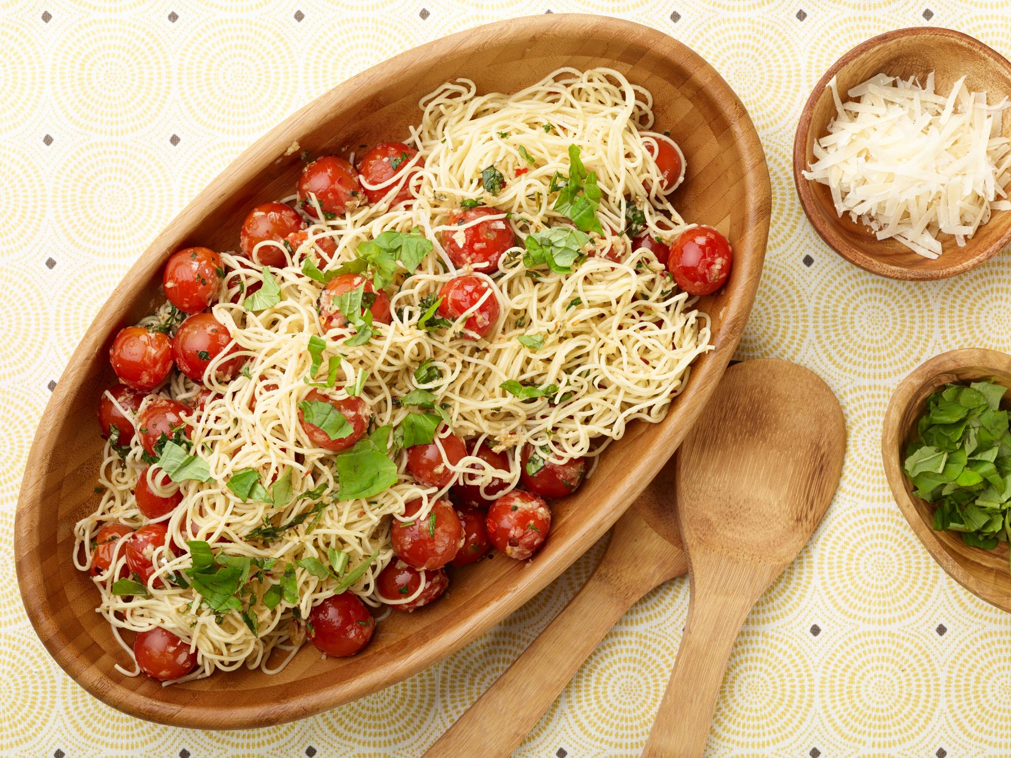 Recipe of the Day: @inagarten's Capellini with Tomatoes and Basil �� https://t.co/vpmfO8Egtf. https://t.co/hN17TX6TKt