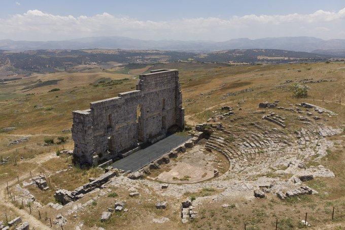 Conventos, castillos y palacios que penden de un hilo Foto