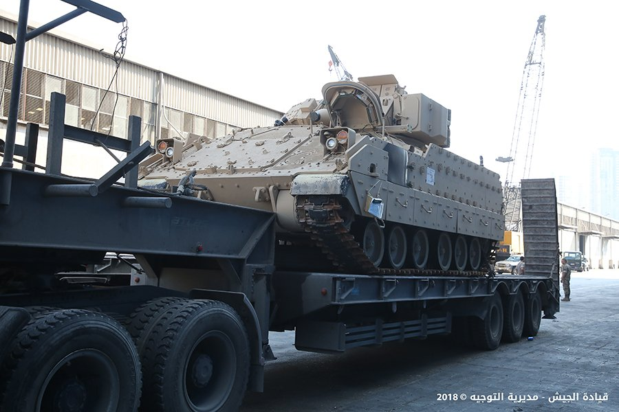 تسلّم الجيش اللبناني الدفعة الثانية من آليات القتال المدرعة نوع  برادلي DkacnJnX4AEQOv_