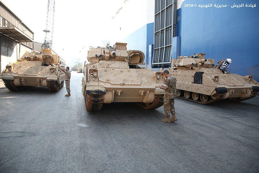 تسلّم الجيش اللبناني الدفعة الثانية من آليات القتال المدرعة نوع  برادلي DkacnJuWwAA5ry6