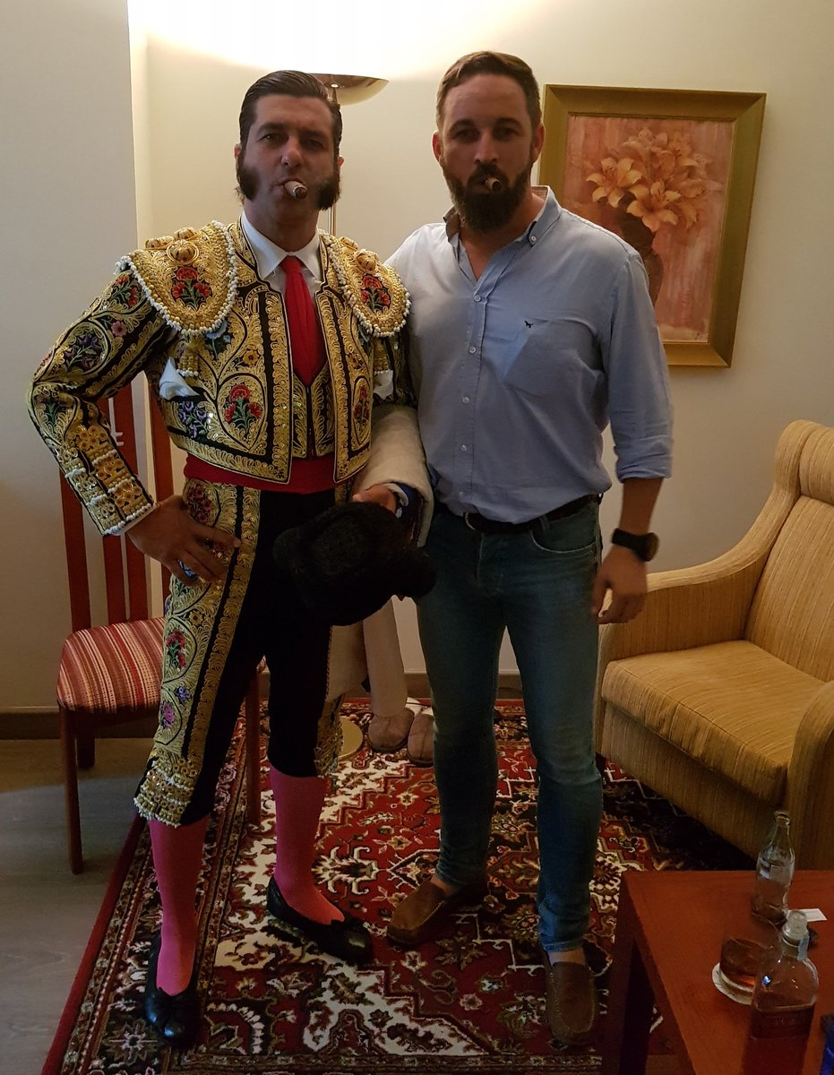 ¿Cuánto mide Santiago Abascal? - Estatura real: 1,80 DkauvcKX4AAHwyG