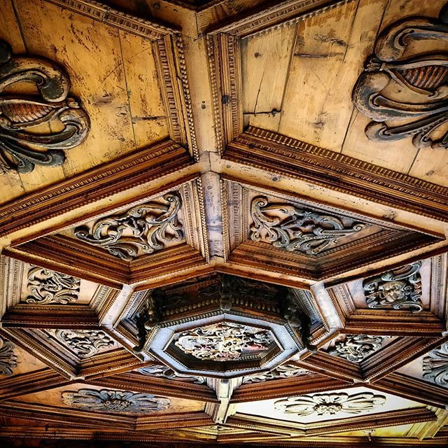 Soffitto#legno #wood #arte #art #instaart #bormio #bormiocolortherapy #bormio #italia_da_scoprire #lombardiadascoprire #lombardiadavedere #lombardiagram #visitlombardia #valtellina https://ift.tt/2Ot2cOk  - Ukustom