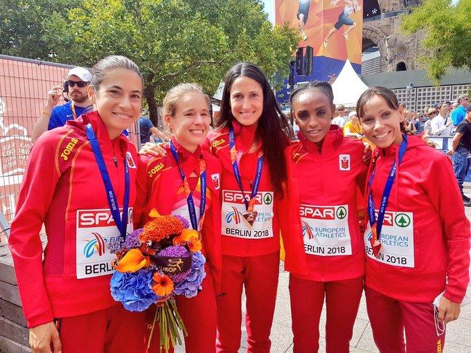 ¡Otro éxito de las atletas españolas! Medalla de BRONCE 🥉 para Trihas Gebre, Azucena Díaz y Elena Loyo en el maratón por equipos de #Berlin2018 🏃🏻♀🏃🏾♀🏃🏻♀ ¡ENHORABUENA! #TocaGanarATodas Photo