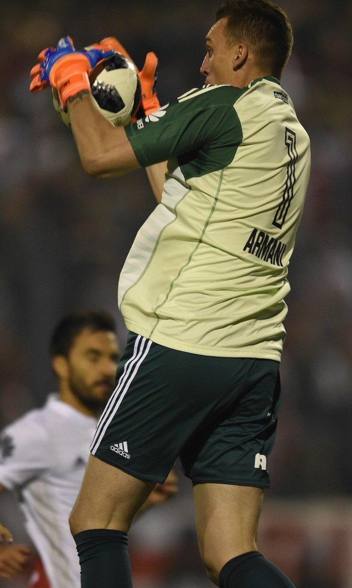Debate Millonario's photo on Armani