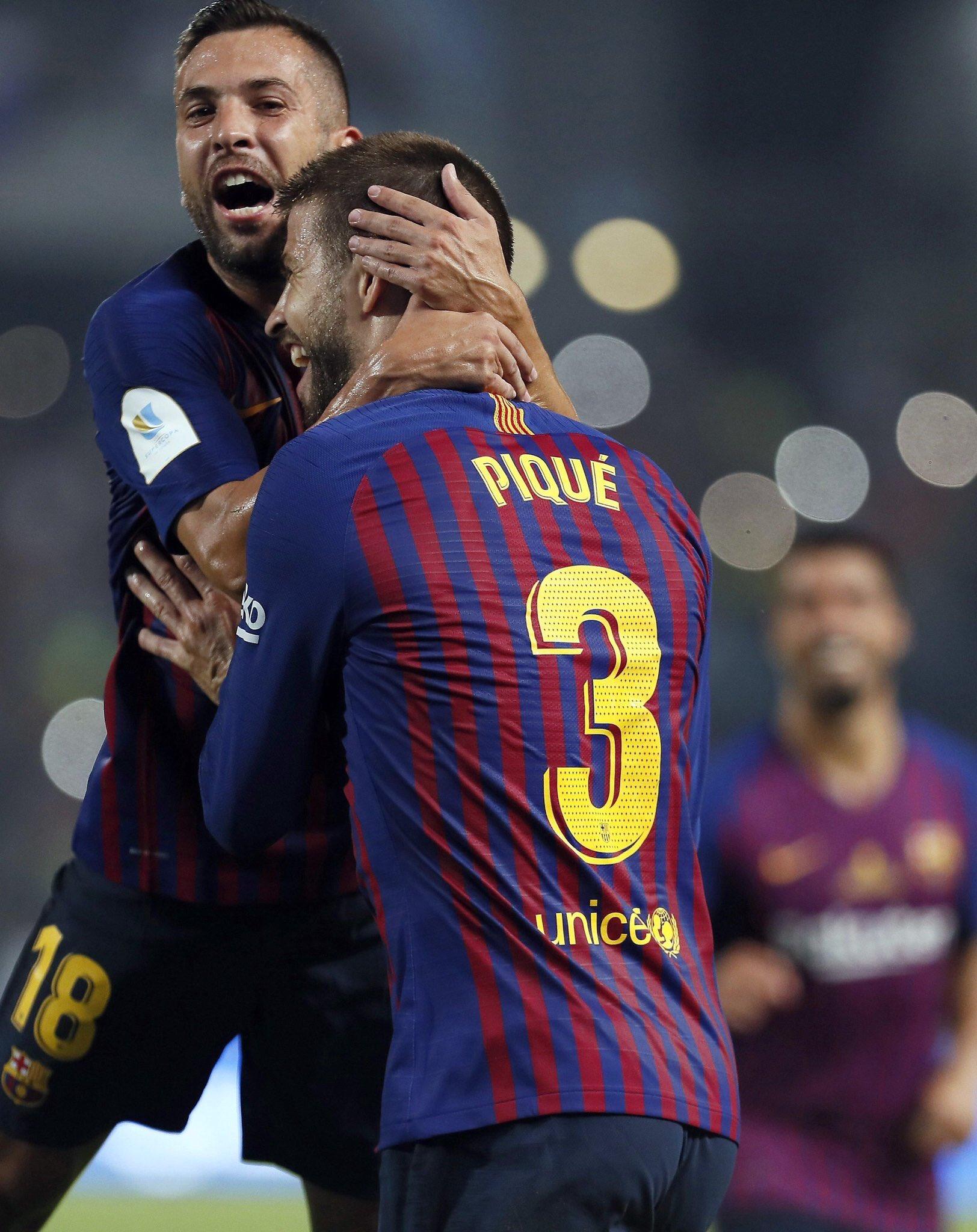 صور مباراة : برشلونة - إشبيلية 2-1 ( 13-08-2018 )  DkboY_tWwAAZCNm