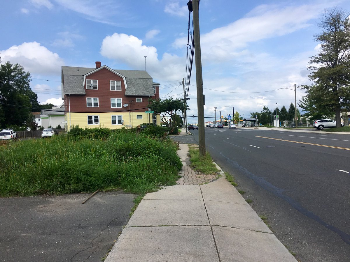 Hopping between breweries along the @CTfastrak corridor today. Can't wait for the much-needed New Park Avenue bike &amp; pedestrian upgrades that West Hartford is planning. Fast traffic &amp; wide lanes make for an uncomfortable walking experience near the busway station at Flatbush Ave. <br>http://pic.twitter.com/m4aqjyv2zy &ndash; à New Park Brewing