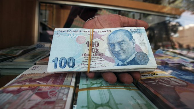 Turkish lira plunges again as crisis threatens to spread Photo