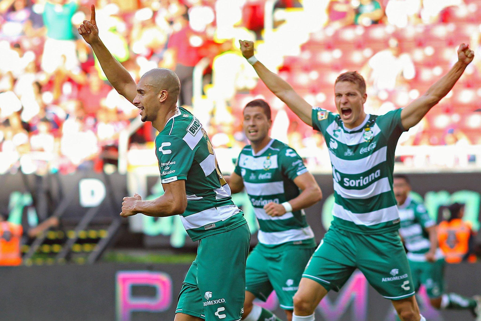 Santos derrotó 2-1 a las Chivas