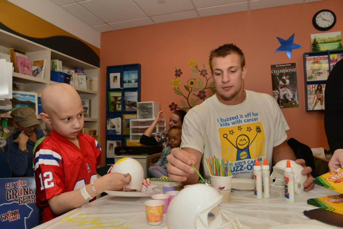Maybe the reason @RobGronkowski is so good with kids, is because he just a big kid at heart #InternationalYouthDay<br>http://pic.twitter.com/nD0o0ww7L9