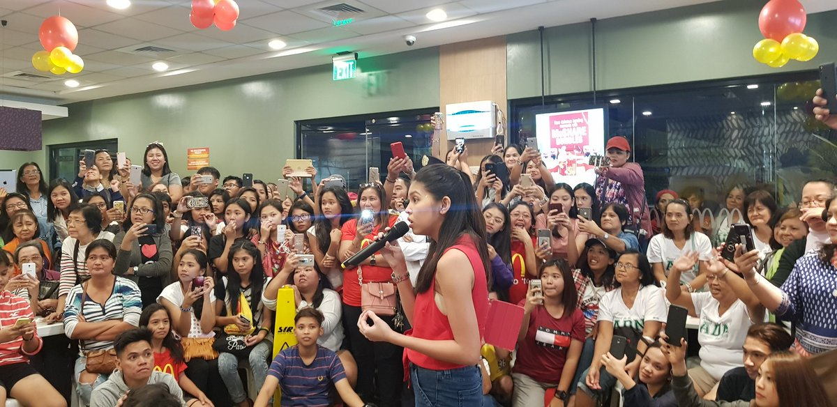 Gud morn Maine, u probably had too much of a drench weekend if only bec of d heavy downpour, but am sure u&#39;v had an even more interestng &amp;heartwarmng bonding w/ fans celebrating w/ u at McDo&#39;s 1st &amp; consequently celebratng Perly&#39;s 50th! Have a fruitful week ahead! @mainedcm  CTTO<br>http://pic.twitter.com/T4FFxSopmR