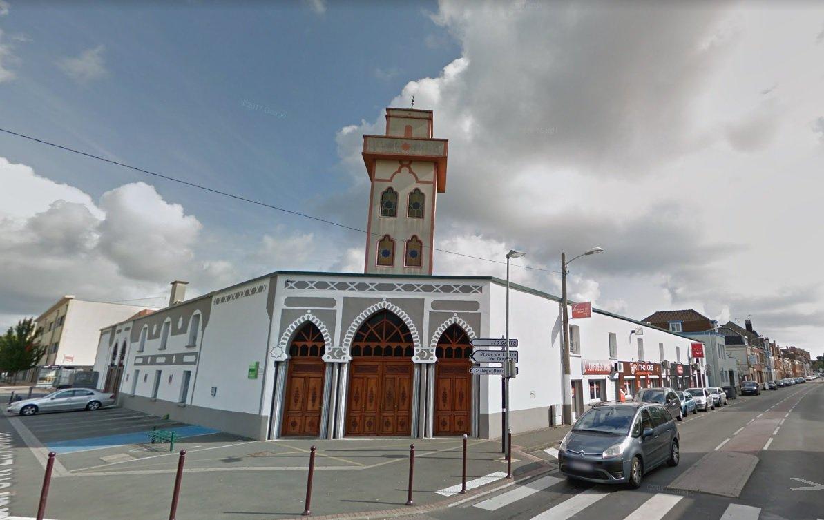 Mosquée percutée par une voiture à Mons-en-Baroeul : le suspect est musulman et s'appelle Rachid >> https://t.co/YcLhMj3nWw