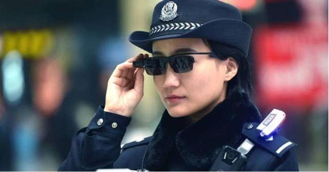 Il #GrandeFratello in #Cina con#bigdata #ArtificialIntelligence #droni #startup #smartglasses #riconoscimentofacciale x prevenzione #crimine:1.4 mld cinesi170 mln telecamere sorveglianza (>500mln nel 2020)super PC con #AI30 mln nuovi veicoli/anno#Security #privacy  - Ukustom