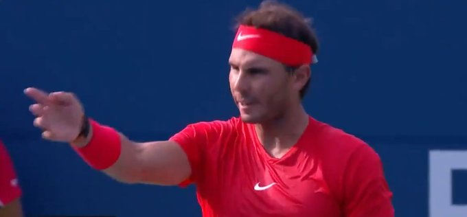 Rogers Cup 2018: @RafaelNadal wins hearts before title with incredible act of sportsmanship #TorontoMasters #RogersCup2018 WATCH: Photo