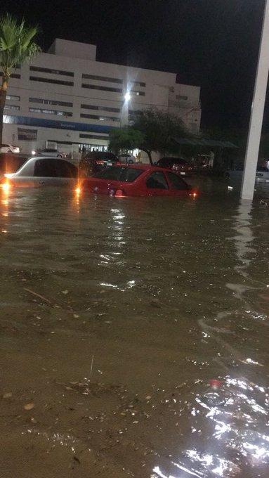 @tonymarquezroon @ofespad A mija le fue como en feria, se inundó en el centro de Hermosillo Photo