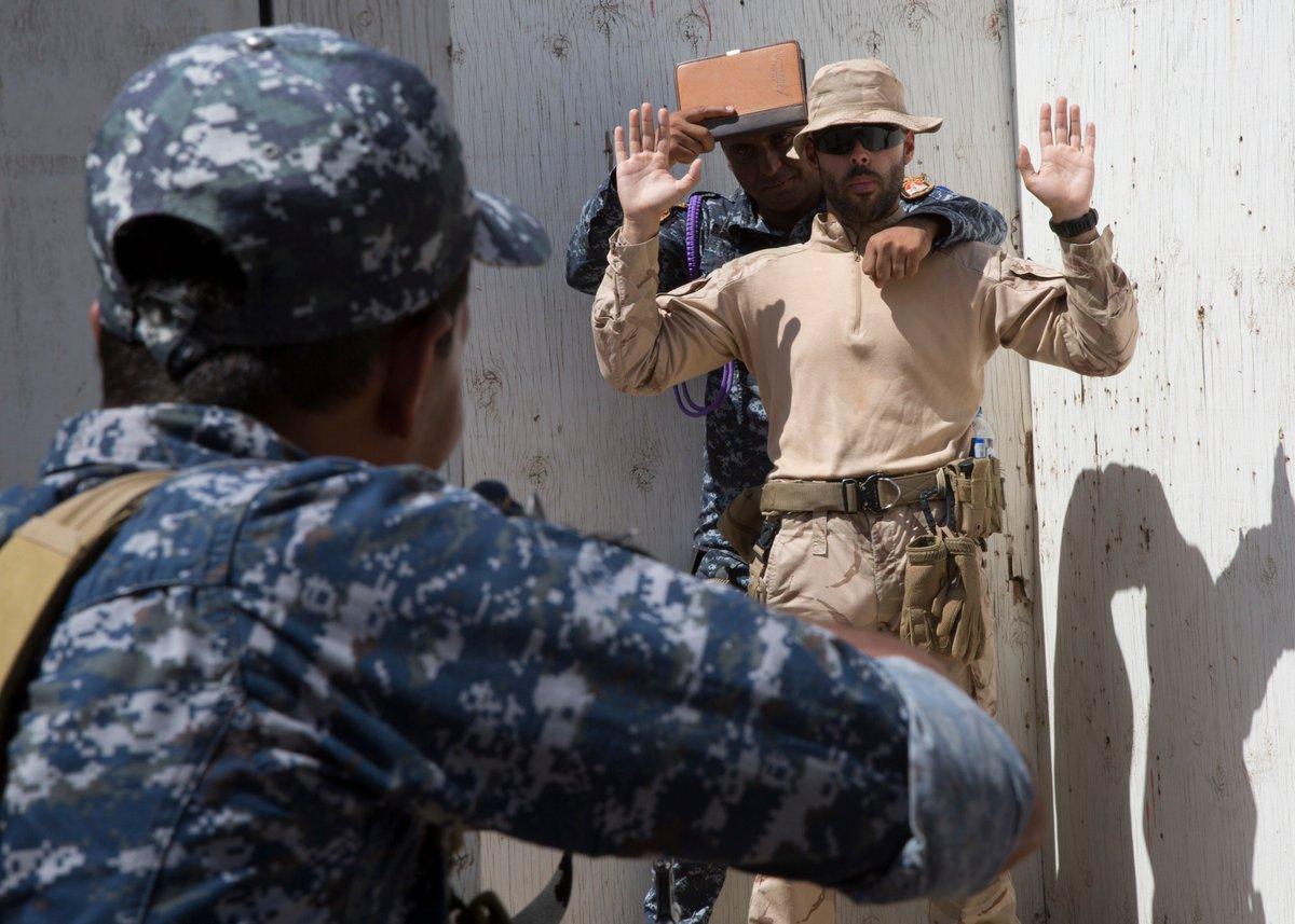 جهود التحالف الدولي لتدريب وتاهيل وحدات الجيش العراقي .......متجدد - صفحة 3 DkdWun3V4AEOOhd