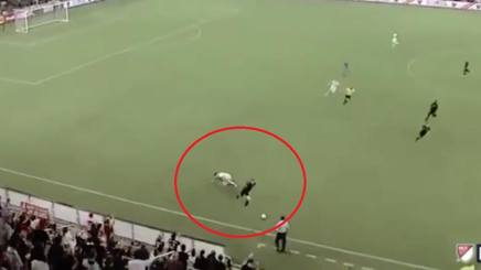 VIDEO #MLS #Rooney mostruoso: tackle da terzino, lancio alla #Pirlo http://rosea.it/d8b9470cfz #calcio #news #news  - Ukustom