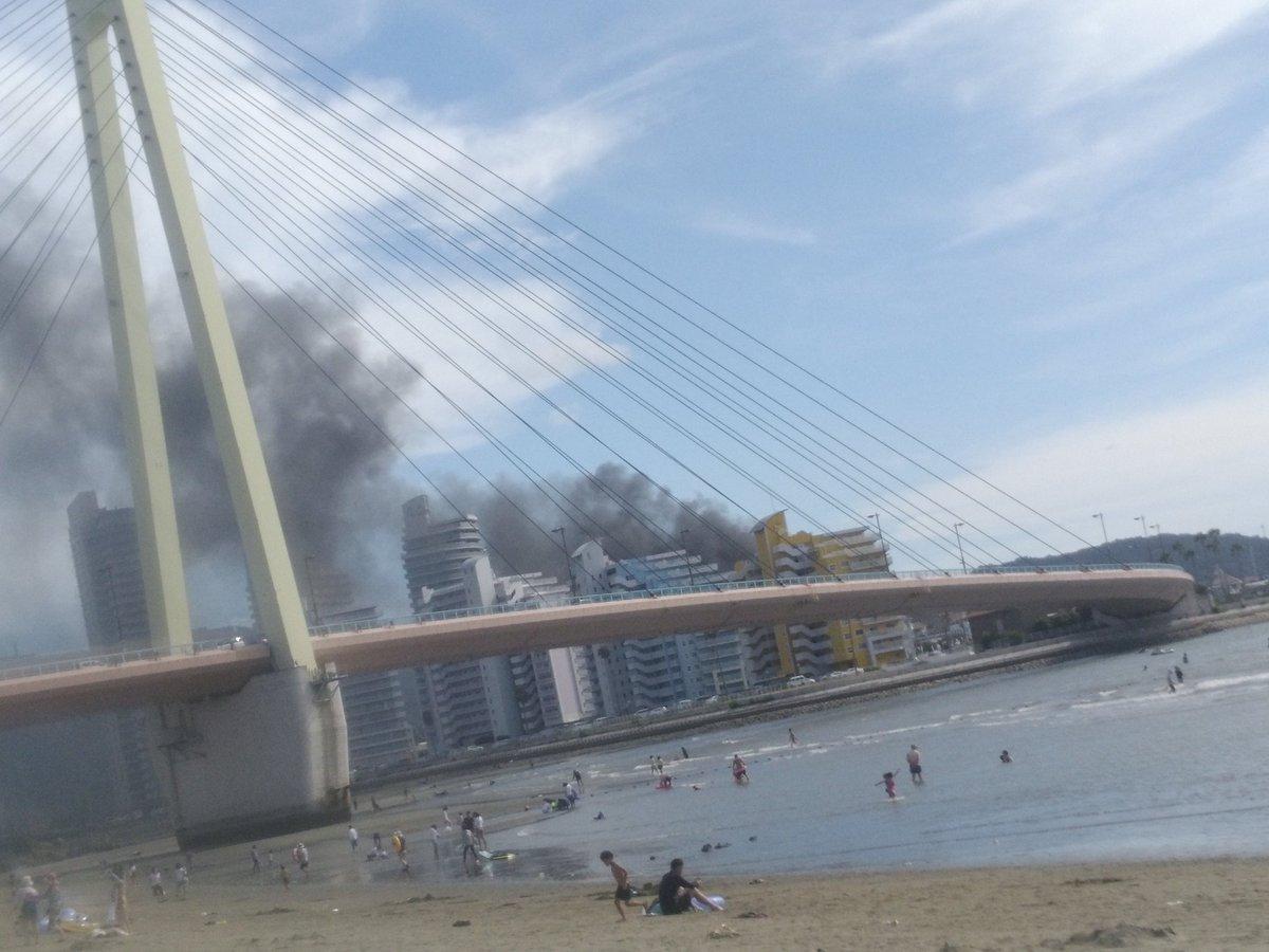 マリーナシティでボート火災の画像や動画がヤバい,黒煙で空の色変わってるじゃねぇかよ,,,